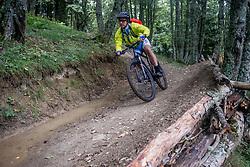 12-09-2017 FRA: BvdGF Tour du Mont Blanc day 3, Chamonix<br /> We starten deze dag met een prachtige afdaling. Nadien splitsen de groepen en volgt een pittige klim waarbij we de spoorlijn kruisen. Daarna worden we beloond met een mooie flowtrail alvorens we het bergsportmekka Chamonix bereiken. Eelco