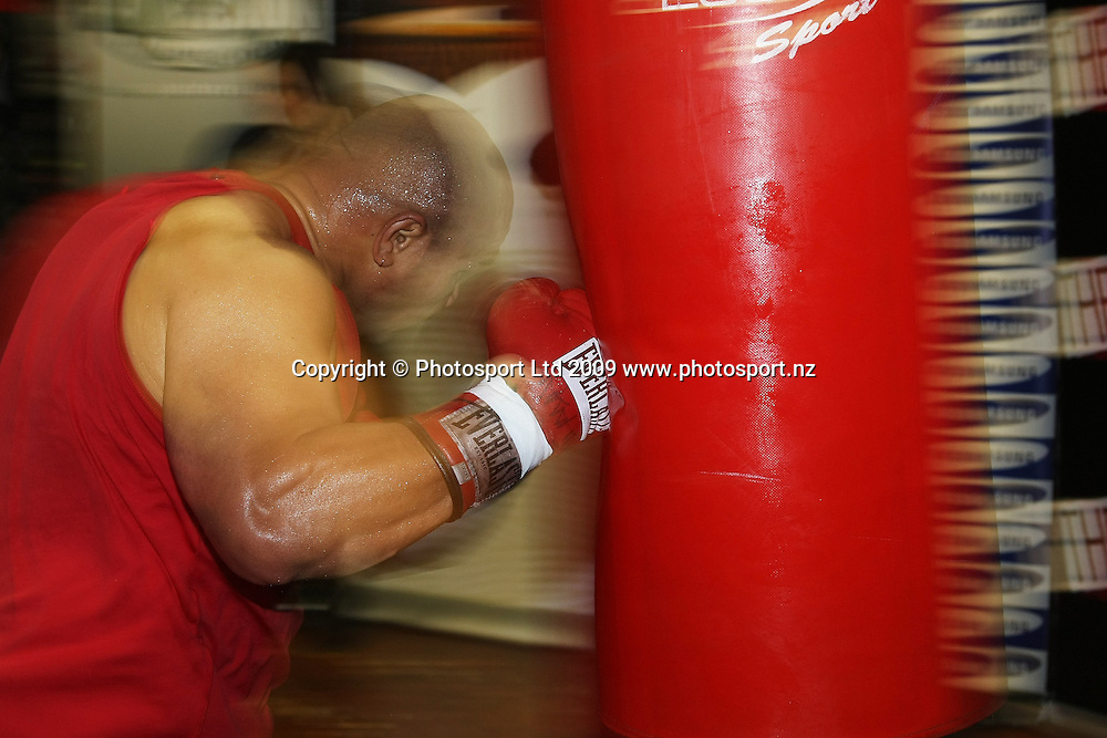 """Boxer David Tua during a training session at his gym in Onehunga, Auckland. Tuesday 11 August 2009. Tua is due to fight Shane Cameron in the """"Fight of the Century"""" in Hamilton on Saturday 3 October 2009 for the the WBO Asia Pacific Championship Belt. Photo: Andrew Cornaga/PHOTOSPORT"""