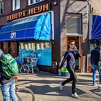 Nederland, Amsterdam, 15 maart 2017.<br /> Sfeerbeeld op de hoek Emmastraat, Johannus Verhulststraat. Willemsparkbuurt voor bevolkings gezondheidsverhaal. Gezonde fitte mensen.<br /> <br /> <br /> Foto: Jean-Pierre Jans