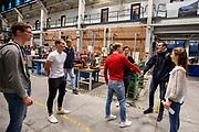 In de D:Dreamhall in Delft maken de atleten (links Kees, Thijmen en Joris, rechts met jas Emiel) kennis met het team. In september wil het Human Power Team Delft en Amsterdam, dat bestaat uit studenten van de TU Delft en de VU Amsterdam, tijdens de World Human Powered Speed Challenge in Nevada een poging doen het wereldrecord snelfietsen voor tandems te verbreken met de VeloX XT, een gestroomlijnde ligfiets. Het record staat sinds 2019 op 120,26 km/u<br /> <br /> In Delft he athletes meet the team for the first time. With the VeloX XT, a special recumbent bike, the Human Power Team Delft and Amsterdam, consisting of students of the TU Delft and the VU Amsterdam, also wants to set a new tandem world record cycling in September at the World Human Powered Speed Challenge in Nevada. The current speed record is 120,26 km/h, set in 2019.