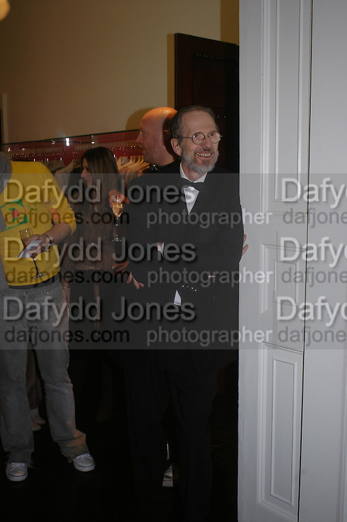 Robert Crumb. Night at Crumbland to celebrate the launch of the Stella McCartney and Robert Crumb collaboration and the publication of the R.Crumb Handbook. Stella McCarttney shop. Bruton St. London. 17 March 2005. ONE TIME USE ONLY - DO NOT ARCHIVE  © Copyright Photograph by Dafydd Jones 66 Stockwell Park Rd. London SW9 0DA Tel 020 7733 0108 www.dafjones.com