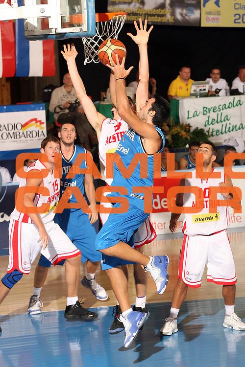 DESCRIZIONE : Bormio Torneo Internazionale Gianatti Italia Austria <br /> GIOCATORE : Tommaso Fantoni<br /> SQUADRA : Nazionale Italia Uomini <br /> EVENTO : Bormio Torneo Internazionale Gianatti <br /> GARA : Italia Austria <br /> DATA : 31/07/2007 <br /> CATEGORIA : Tiro<br /> SPORT : Pallacanestro <br /> AUTORE : Agenzia Ciamillo-Castoria/G.Cottini<br /> Galleria : Fip Nazionali 2007 <br /> Fotonotizia : Bormio Torneo Internazionale Gianatti Italia Austria<br /> Predefinita :