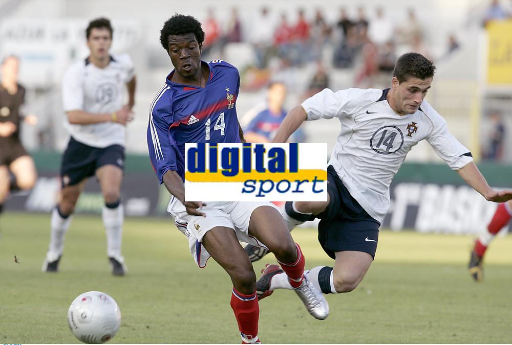 FOOTBALL - UNDER 21 TOULON TOURNAMENT 2005 - FINAL - FRANCE v PORTUGAL - 10/06/2005 -  YOANN FOLLY (FRA) / PEDRO ARAUJO (POR) <br /> <br />   PHOTO PHILIPPE LAURENSON / DIGITALSPORT<br /> Norway only
