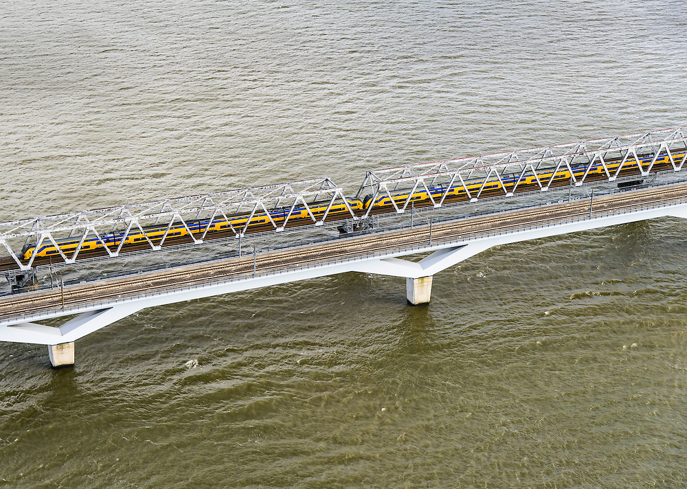 Nederland, Zuid-Holland, Hollandsch Diep, 23-10-2013; Tweesporige spoorbrug voor reguliere trein en de tweesporige brug voor de HSL over het Hollandsch Diep. Dubbeldekstrein passeert. <br /> Double-track railway for regular trains and double-track bridge for the HST over the Hollandsch Diep.<br /> luchtfoto (toeslag op standaard tarieven);<br /> aerial photo (additional fee required);<br /> copyright foto/photo Siebe Swart.