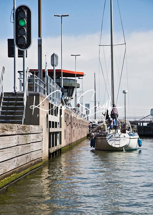 AMSTERDAM - Boten in de Oranje Sluizen . ANP COPYRIGHT KOEN SUYK