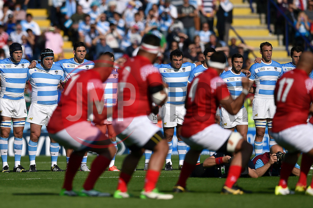 Argentina players look on as Tonga perform the Sipi Tau prior to the match - Mandatory byline: Patrick Khachfe/JMP - 07966 386802 - 04/10/2015 - RUGBY UNION - Leicester City Stadium - Leicester, England - Argentina v Tonga - Rugby World Cup 2015 Pool C.