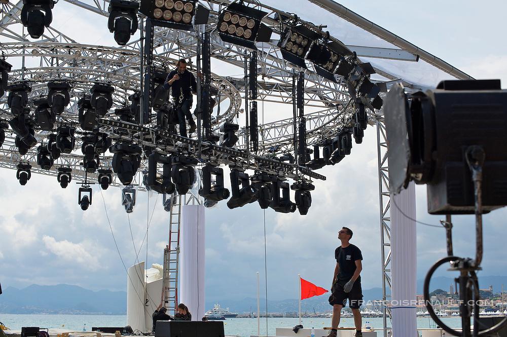 Festival de Cannes-2010-installation  du plateau TV de Canal +