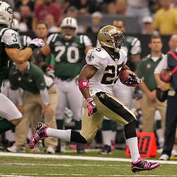 2009 October 04: New Orleans Saints running back Reggie Bush (25) runs by New York Jets safety Eric Smith (33) during a 24-10 win by the New Orleans Saints over the New York Jets at the Louisiana Superdome in New Orleans, Louisiana.