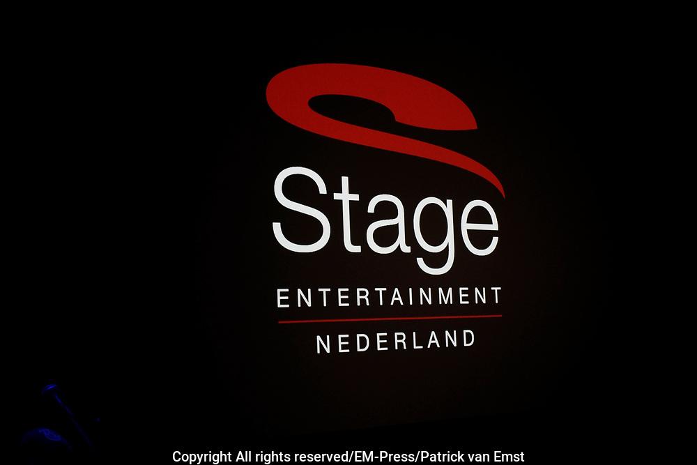 Persconferentie in het kantoor van Stage Entertainment waar wordt aangekondigd dat de theaterbedrijven Van den Ende en Verlinde fuseren. Albert Verlinde wordt per 1 maart 2015 directeur van het nieuwe bedrijf. Het nieuwe bedrijf heet Stage Entertainment Nederland.