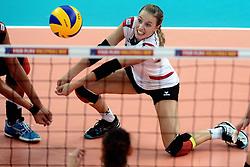 06-09-2013 VOLLEYBAL: EK VROUWEN DUITSLAND - SPANJE: HALLE<br /> Duitsland wint met 3-0 van Spanje / Lenka Durr<br /> &copy;2013-FotoHoogendoorn.nl