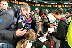 Steven Luatua of Barbarians signs autographs for fans - Mandatory by-line: Robbie Stephenson/JMP - 04/11/2017 - RUGBY - Twickenham Stadium - London,  - Barbarians v All Blacks - Killik Cup