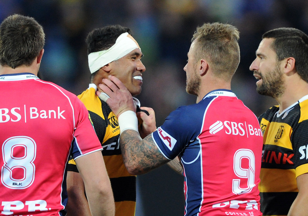 Taranaki's Iopu Iopu-Aso, left and Tasman Makos Jimmy Cowan face off in the ITM Cup Rugby Premiership final match at Yarrow Stadium, New Plymouth, New Zealand, Saturday, October 25, 2014. Credit:SNPA / Ross Setford
