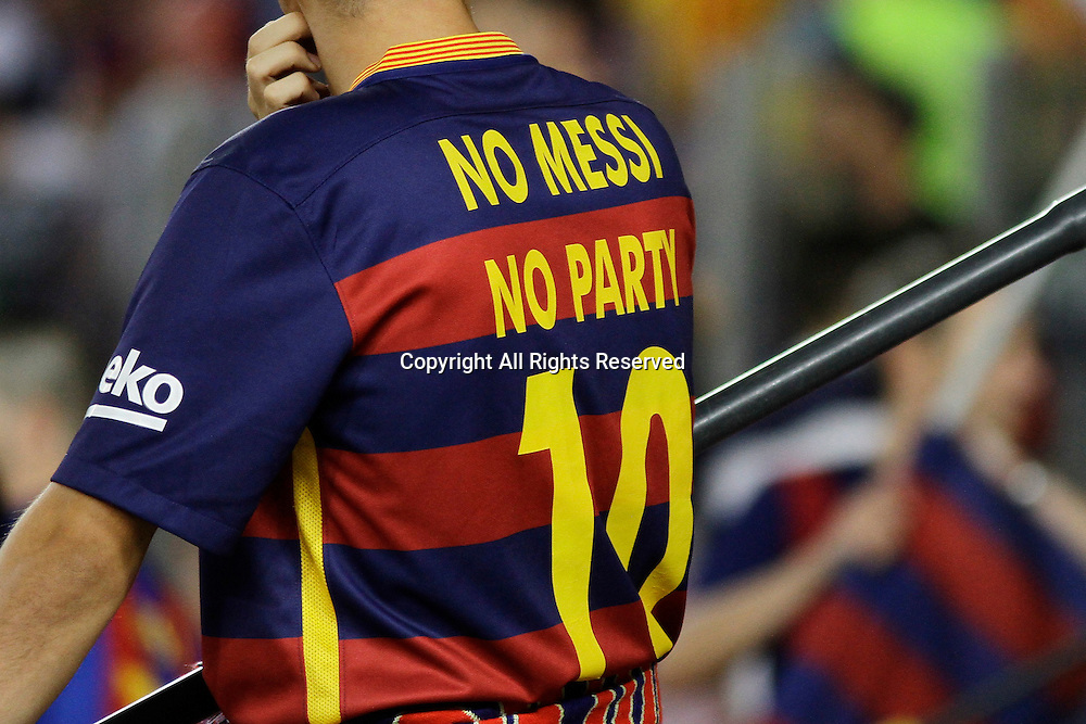 "13.09.2016. Nou Camp, Barcelona, Spain. UEFA Champions League Football. Barcelona versus Celtic. A fan wearing a shirt stating ""No Messi, no party"""