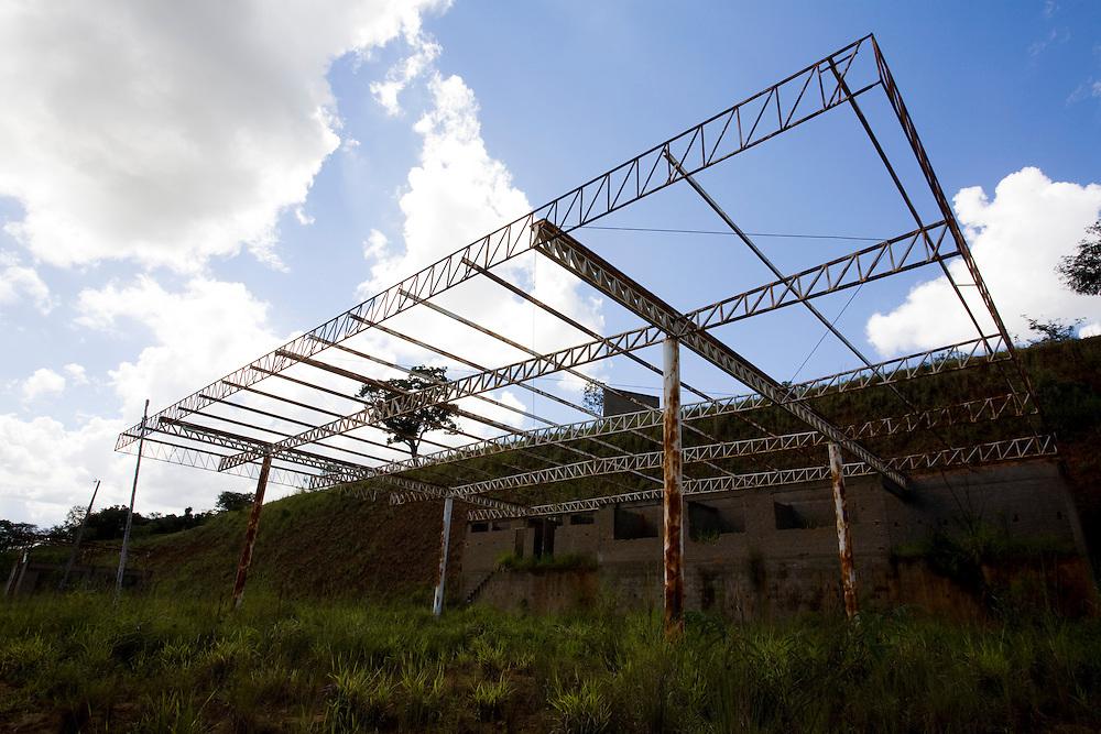 Itaguara_MG, Brasil...Construcao abandonada em Itaguara...A abandoned construction in Itaguara...Foto: LEO DRUMOND / NITRO.
