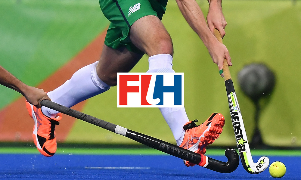 Argentina's Juan Saladino (L) vies with Ireland's Peter Caruth during the mens's field hockey Ireland vs Argentina match of the Rio 2016 Olympics Games at the Olympic Hockey Centre in Rio de Janeiro on August, 12 2016. / AFP / MANAN VATSYAYANA        (Photo credit should read MANAN VATSYAYANA/AFP/Getty Images)