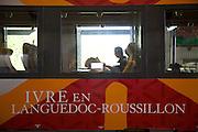 « IVRE en Languedoc-Roussillon»..Slogan publicitaire du de?partement du Languedoc-Roussillon sur un wagon de train. .E?videmment, il manque la lettre «V»..