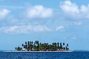 Isla en San Blas  perteneciente a la comarca indígena  Guna Yala,  forma parte del archipiélago de 365 islas a lo largo de la costa caribe noreste de Panamá...(Ramón Lepage)