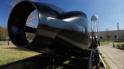 """July 25, 2017 - inconnu - The US has 3D printed a submarine designed to carry elite Navy Seal commandos and their equipment on covert missions.The 30-foot structure is made from a carbon fibre composite, and consists of six main pieces. The entire process, from concept to assembly, took less than four weeks.It was developed by the Departments of Energy and Defense with support from academia and industry.The USA's Oak Ridge National Laboratory partnered the Navy's Disruptive Technology Lab to develop the military's first 3D printed submarine hull. The demonstrator , known officially as a Seal Delivery Vehicle, was 3D printed on the laboratory's Big Area Additive Manufacturing 3D printer over the course of a few days.The Oak Ridge and the Navy say fleet-capable prototypes could be introduced and put in the water as early as 2019.Exact details of how the 3D submarine was built must remain secret.But the navy and Oak Ridge team say they will use the experience gained to develop further 3D printed technologies of a similar nature.An average Seal submersible hull costs between $600,000 and $800,000 USD and currently take around three to five months to manufactureBy developing 3D print, the cost of such submarines could be cut by up to 90 percent. The 3D printed hull, was inspired by traditional mini-subs used by Seals but is unlike anything that has plumbed the depths before. The entire process—from concept to assembly—took less than four weeks.The US Navy now believes it is in a great position to take advantage of """"on-demand"""" production of aquatic vehicles.The current 3D printed demonstrator hasn't been built for water testing but a future printed hull will be put through its paces in the deep at an elite testing facility in the Navy's Carderock facility in Maryland.The 3D printed submarine is now officially the Navy's largest 3D printed asset.Other 3D printed submarines have been built in the pas"""