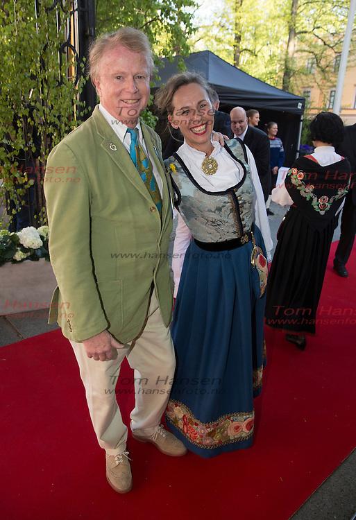 OSLO, 2014-5-16;  Barnetoget hilser kongefamilie på Petter Stordalen inviterer til tradisjonell 16.maifest med masse kjendiser. Petter Olsen og følge. FOTO:  TOM HANSEN