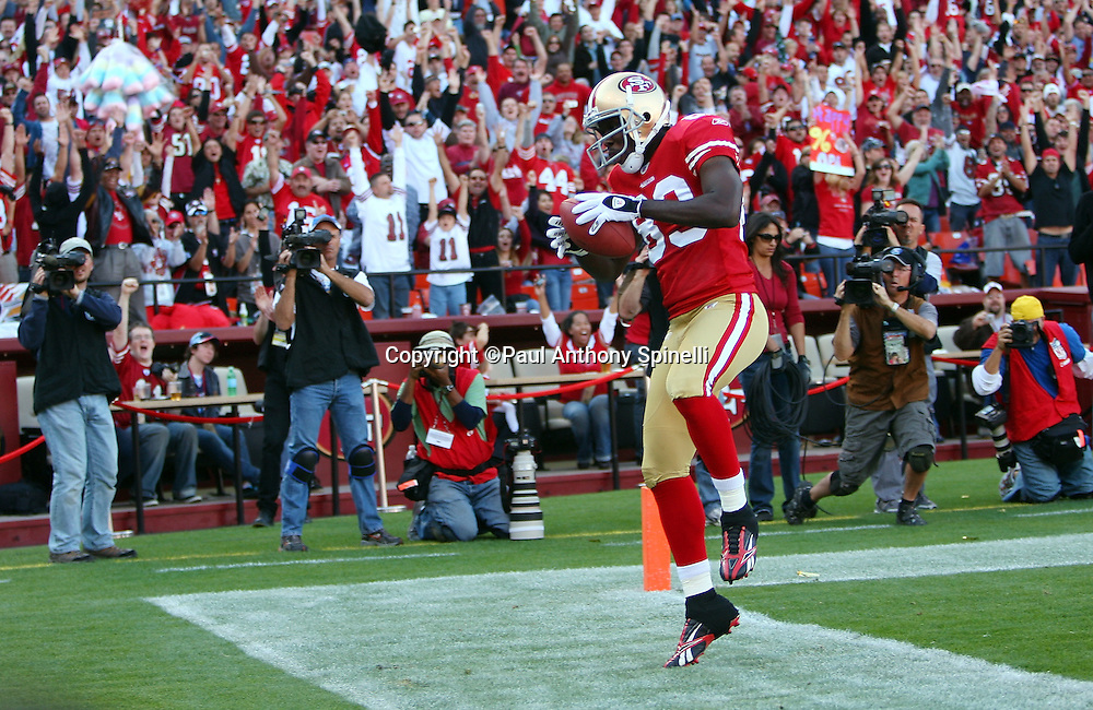 San Francisco 49ers wide receiver Jason Hill (89) starts to spike the football after catching a 12 yard pass good for a 17-10 lead during the NFL football game against the Tennessee Titans, November 8, 2009 in San Francisco, California. The Titans won the game 34-27. (©Paul Anthony Spinelli)