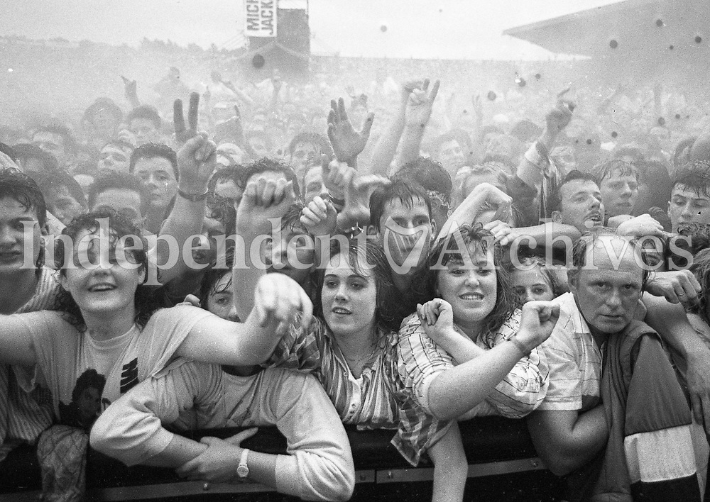 Fans at the Michael Jackson concert held at Pairc ui Chaoimh, Cork July/Aug 1988. (Part of the Independent Newspapers Ireland/NLI Collection)