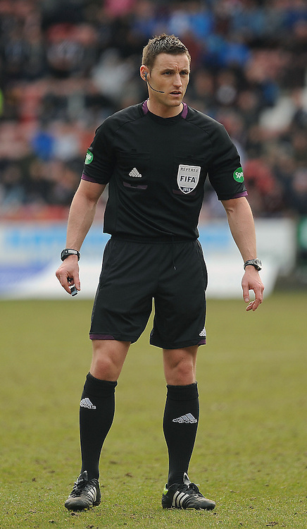 Dunfermline v Cowdenbeath, SDIV1, East End Park, 20-04-2013..Ref Steven McLean..(c) David Wardle | StockPix.eu
