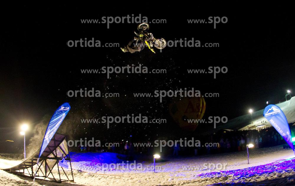27.01.2011, Lechnerberg, Kaprun, AUT, Nacht der Ballone, Kaprun, im Bild Nacht der Ballone in Kaprun, Publikumsmagnet und Treffpunkt für Alt und Jung, ein Motocrosser bei einem Backflip, Rückwärtssalto mit seiner Maschine, EXPA Pictures © 2011, PhotoCredit: EXPA/ J. Feichter