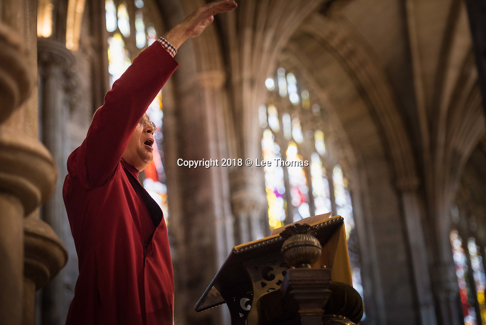 Lichfield Cathedral, Lichfield, Staffordshire, UK. 29th March 2018. The Bishop of Lichfield together with hundreds of clergy and worshippers join together at Lichfield Cathedral to commemorate Maundy Thursday. Pictured: Cantor Nigel Argust leads the singing for the Maundy Thursday service. // Lee Thomas, Tel. 07784142973. Email: leepthomas@gmail.com  www.leept.co.uk (0000635435)