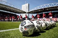 UTRECHT, FC Utrecht - AZ, voetbal, play-off Europees Voetbal, seizoen 2016-2017, 28-05-2017, Stadion de Galgenwaard, sfeer, Derbystar ballen, warming-up FC Utrecht spelers, overzicht stadion