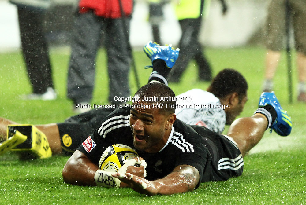 New Zealand's Frank Halai scores. Hertz Wellington Sevens - Day two at Westpac Stadium, Wellington, New Zealand on Saturday, 4 February 2012. Photo: Justin Arthur / photosport.co.nz