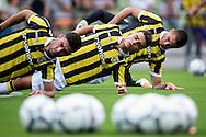 ARNHEM PAPENDAL, eerste training Vitesse, voetbal, seizoen 2015-2016, 28-06-2015, trainingscomplex Vitesse Papendal, rek- en strek oefening.