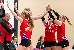 17-03-2018 NED: Prima Donna Kaas Huizen - VC Sneek, Huizen<br /> PDK verliest kansloos met 3-0 van Sneek / Sietske Osinga #8, Sjanet Wijnia #5, Sylke Smit #6