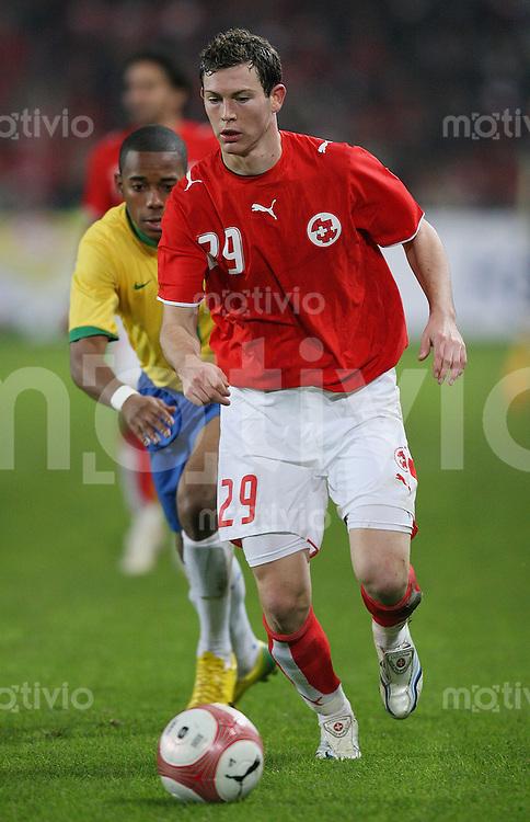 Fussball International Testspiel  Schweiz 1-2 Brasilien Stephan Lichtsteiner (SUI) am Ball