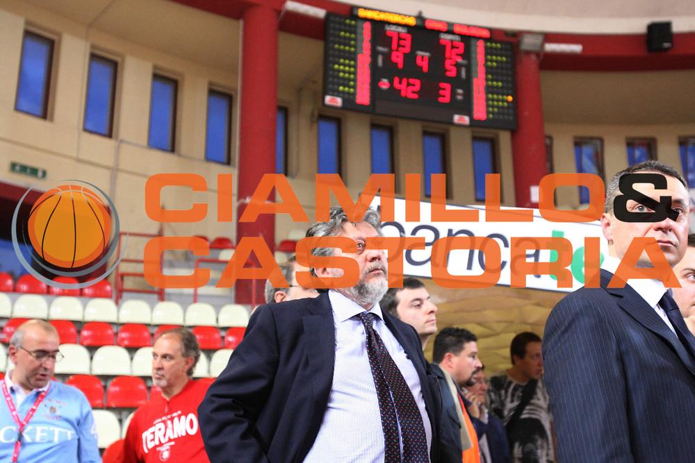 DESCRIZIONE : Teramo Lega A 2008-09 Bancatercas Teramo GMAC Fortitudo Bologna <br /> GIOCATORE : Glberto Sacrati<br /> SQUADRA : GMAC Fortitudo Bologna<br /> EVENTO : Campionato Lega A 2008-2009<br /> GARA : Bancatercas Teramo GMAC Fortitudo Bologna<br /> DATA : 10/05/2009<br /> CATEGORIA : Delusione<br /> SPORT : Pallacanestro<br /> AUTORE : Agenzia Ciamillo-Castoria/G.Ciamillo