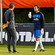 NLD/Katwijk/20100809 - Training van het Nederlands elftal, keeper Piet Velthuizen in discussie met keeperstrainer Ruud Hesp