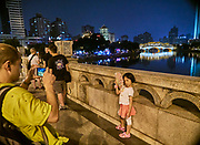 China, Sichuan. Chengdu. Anshun Bridge 安顺廊桥 across Jinjiang River at night.