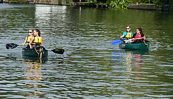 © Licensed to London News Pictures. 30/08/2015. Reading, UK. Canoeists on the River Thames outside Reading Festival 2015, Day 3 Sunday, enjoy the fair sunday morning weather. Photo credit: Richard Isaac/LNP