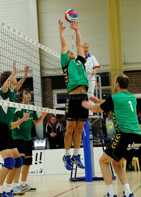 27-10-2012 VOLLEYBAL: VV ALTERNO - E DIFFERENCE SSS: APELDOORN<br /> Eerste divisie A mannen - Alterno wint met 4-0 van SSS / Berry Achterkamp<br /> &copy;2012-FotoHoogendoorn.nl