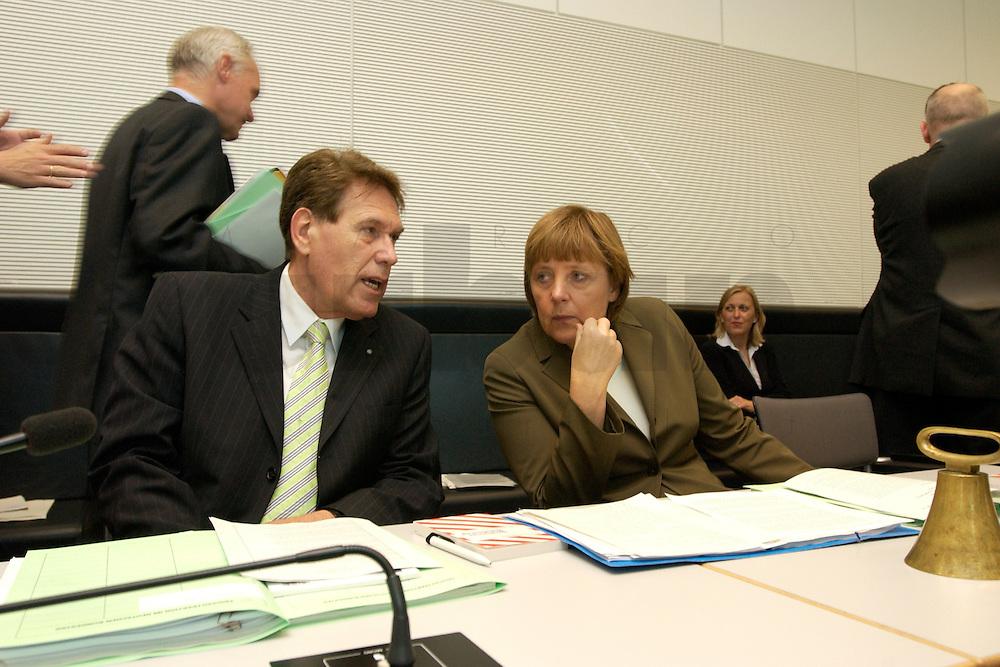 27 APR 2004, BERLIN/GERMANY:<br /> Michael Glos (L), CSU, Stellv. Fraktionsvorsitzender, und Angela Merkel (R), CDU Bundesvorsitzende, im Gespraech, vor Beginn der CDU/CSU Fraktionssitzung, Deutscher Bundestag<br /> IMAGE: 20040427-03-007<br /> KEYWORDS: Sitzung, Gespr&auml;ch