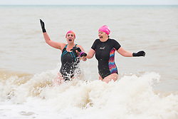 © Licensed to London News Pictures. 23/12/2017. Brighton, UK. Members of the Brighton swimming club go for a short swim in the cold seawater in Brighton and Hove. Photo credit: Hugo Michiels/LNP