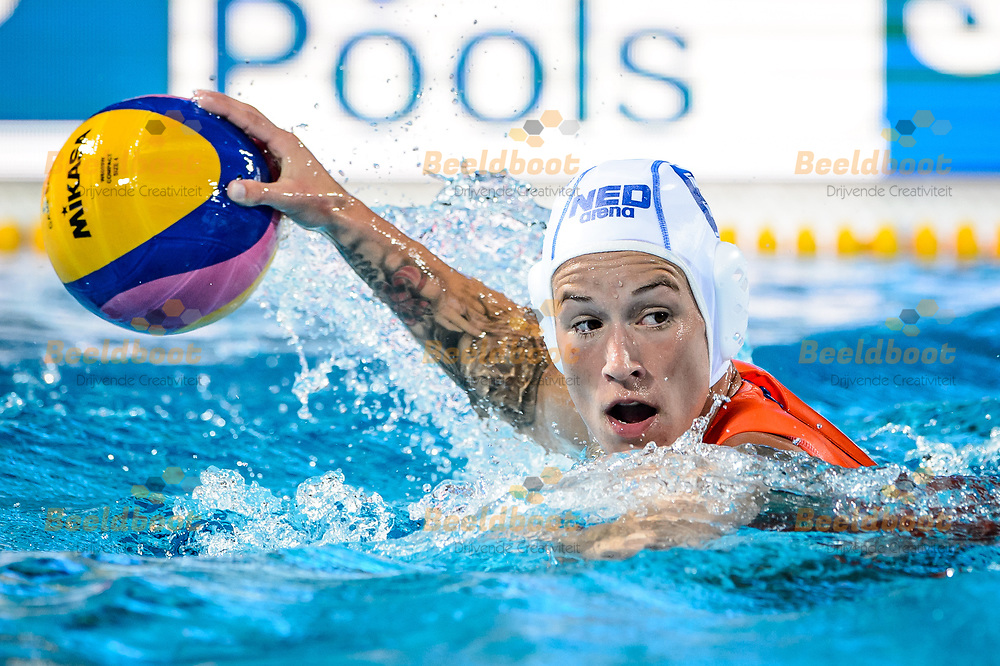 20-07-2017: Waterpolo: Nederland v Hongarije: Boedapest<br /> <br /> (L-R) Nomi Stomphorst of team Netherlands during the waterpolomatch between women Netherlands and Hungary during the 17th FINA World Championships 2017 in Budapest, Hungary<br /> <br /> Photo / Foto: Gertjan Kooij