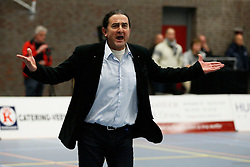 19-01-2013 VOLLEYBAL: EREDIVISIE PRINS VCV - TILBURG STV : VEENENDAAL<br /> Coach Ivo Martinovic baalt van een beslissing van de scheidsrechter.<br /> &copy;2012-FotoHoogendoorn.nl / Pim Waslander