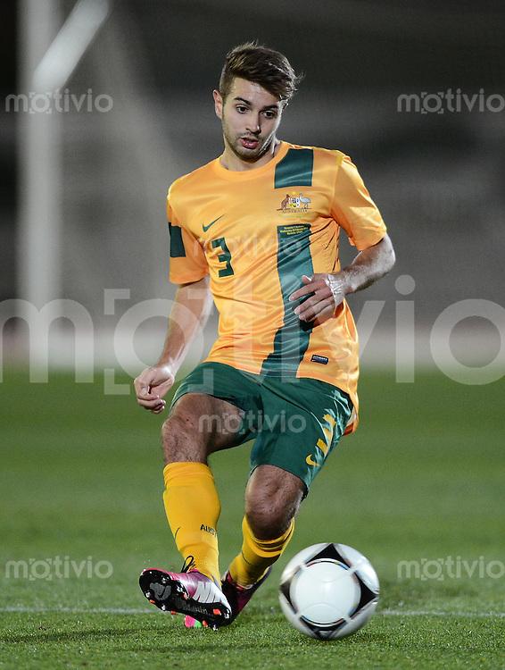 FUSSBALL INTERNATIONAL  Testspiel   Rumaenien - Australien        06.02.2013 Michael ZULLO (Australien) am Ball