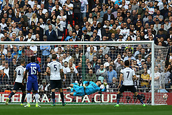 Goal, Willian of Chelsea scores, Chelsea 1-0 Tottenham Hotspur - Mandatory by-line: Jason Brown/JMP - 22/04/2017 - FOOTBALL - Wembley Stadium - London, England - Chelsea v Tottenham Hotspur - Emirates FA Cup Semi-Final