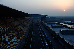 FORMEL 1: GP von China, Shanghai, 16.04.2010<br /> Illustration, Rennstrecke, Sonnenuntergang<br /> © pixathlon