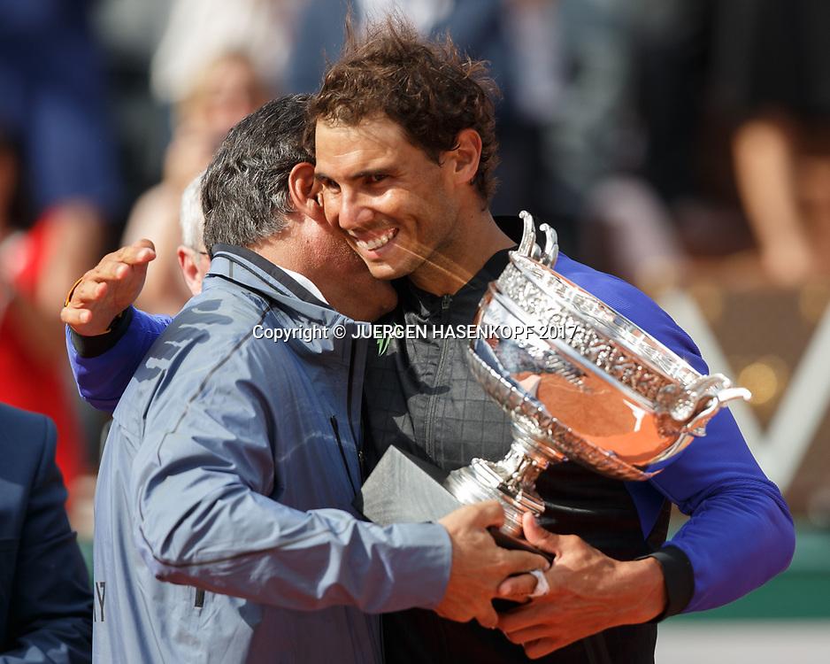 Toni Nadal ueberreicht den Pokal an RAFAEL NADAL (ESP), Siegerehrung, Praesentation,Emotion<br /> <br /> Tennis - French Open 2017 - Grand Slam / ATP / WTA / ITF -  Roland Garros - Paris -  - France  - 11 June 2017.