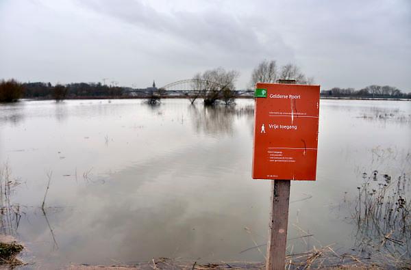 Nederland, Ooij, 01-01-2013Het waterpeil van de rivieren Maas, IJssel en Waal stabiliseert zich. Beeld uit de Ooijpolder bij Nijmegen.Foto: Flip Franssen/Hollandse Hoogte