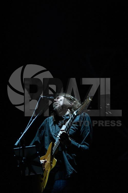SÃO PAULO, SP, 21.04.2016 - SHOW-SP - O cantor e compositor Lenine, durante apresentação no Sesc Vila Mariana, na zona sul da capital paulista, nesta quinta feira, 21. (Foto: Rogério Gomes/Brazil Photo Press)