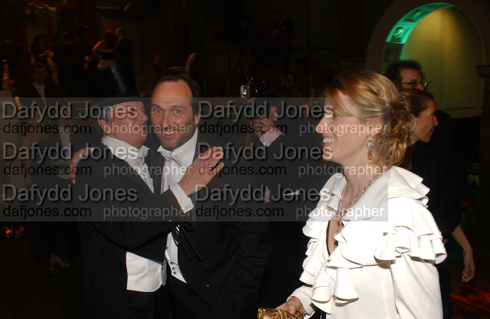 Nicky Haslam, David and Arabella Macmillan. Belle Epoche gala fundraising dinner. National Gallery. 16 March 2006. ONE TIME USE ONLY - DO NOT ARCHIVE  © Copyright Photograph by Dafydd Jones 66 Stockwell Park Rd. London SW9 0DA Tel 020 7733 0108 www.dafjones.com