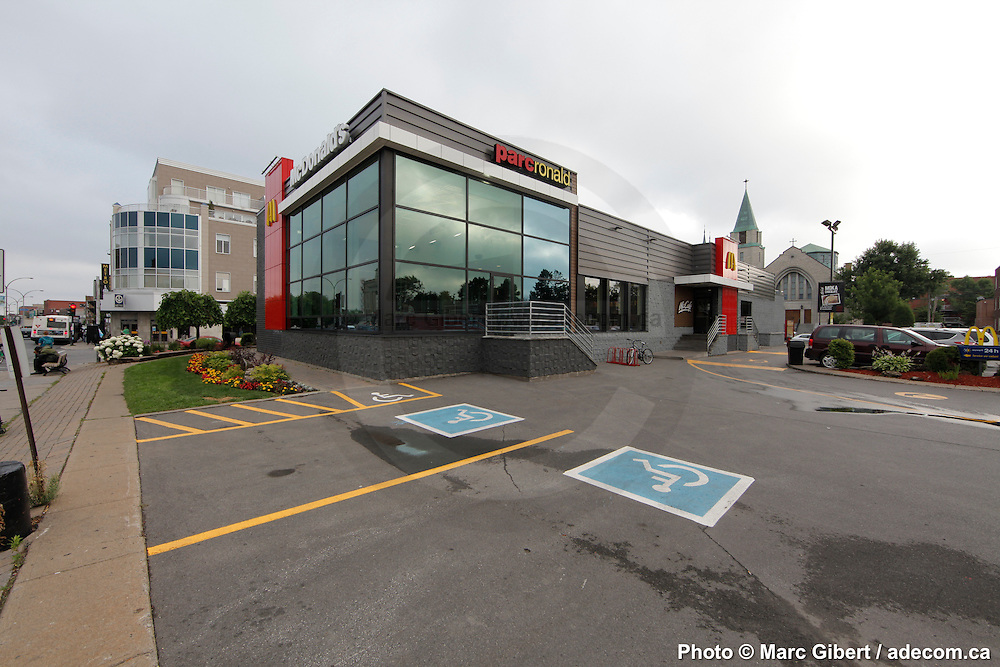 Interior and exterior achitectural photographies of for Mcdonalds exterior design